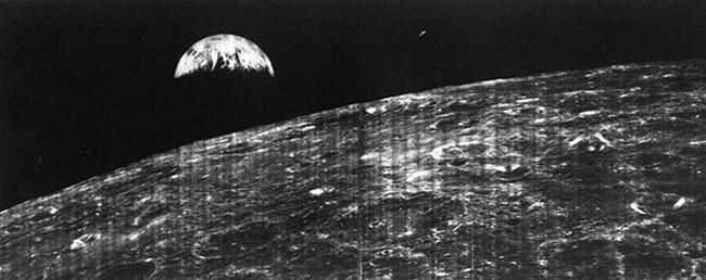 أول صورة للأرض